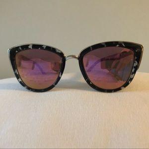 Quay sunglasses with case